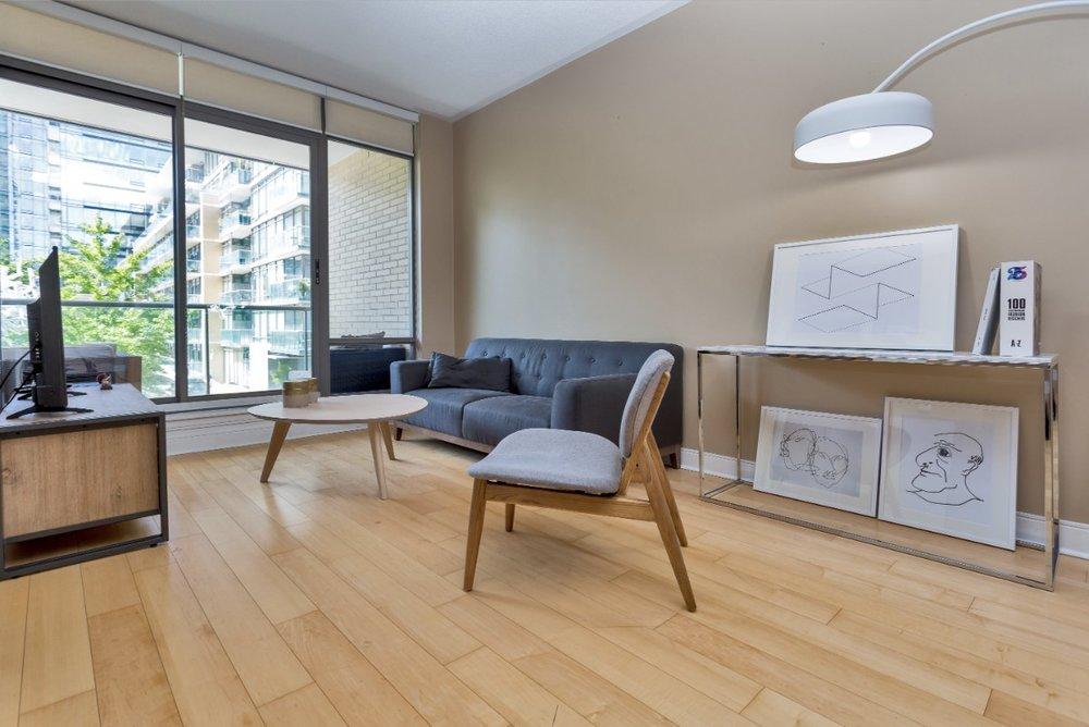 Yorkville Furnished livingroom