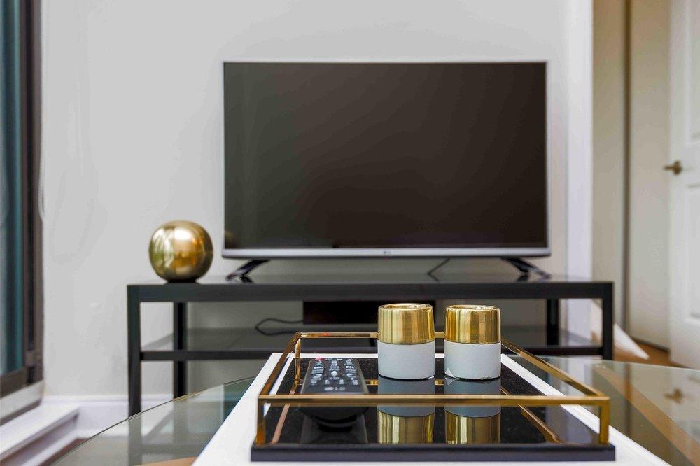 Copy of Copy of Copy of Copy of Yorkville Modern suite television
