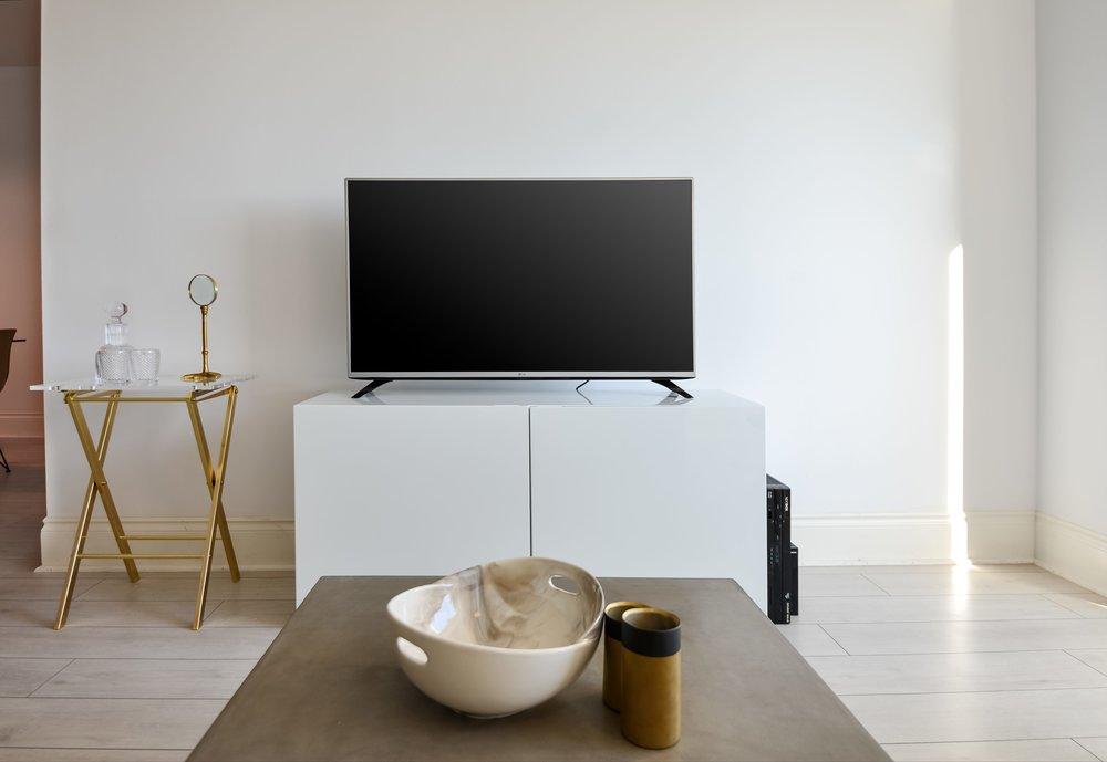Furnished condo, TV