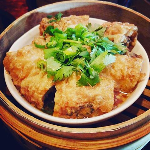 Nom nom! Our tofu skin roll with shrimp and chicken. Regram and thanks @aka.dr.v #bao #baodimsum #baodimsumrestaurant #dimsum #asianfood #chinesefood #foodporn #instafood #beverlyhills #beverlygrove