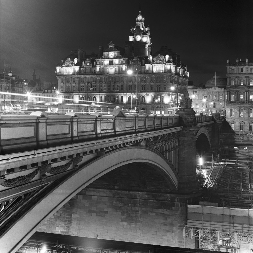 edinburgh high street bridge night bw hblad.jpg