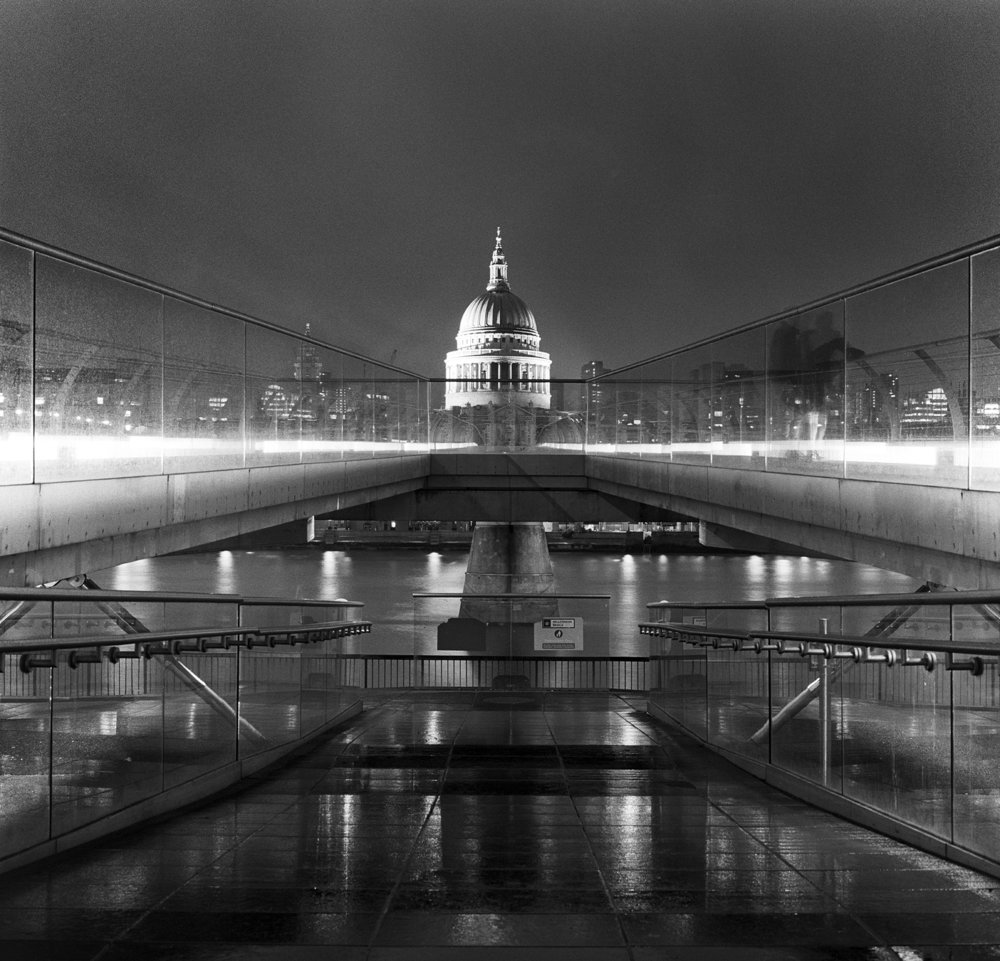 london millenium bridge bw hblad.jpg