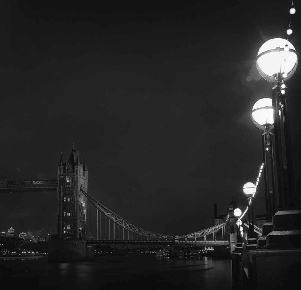 london tower bridge night with lights 2 hblad.jpg