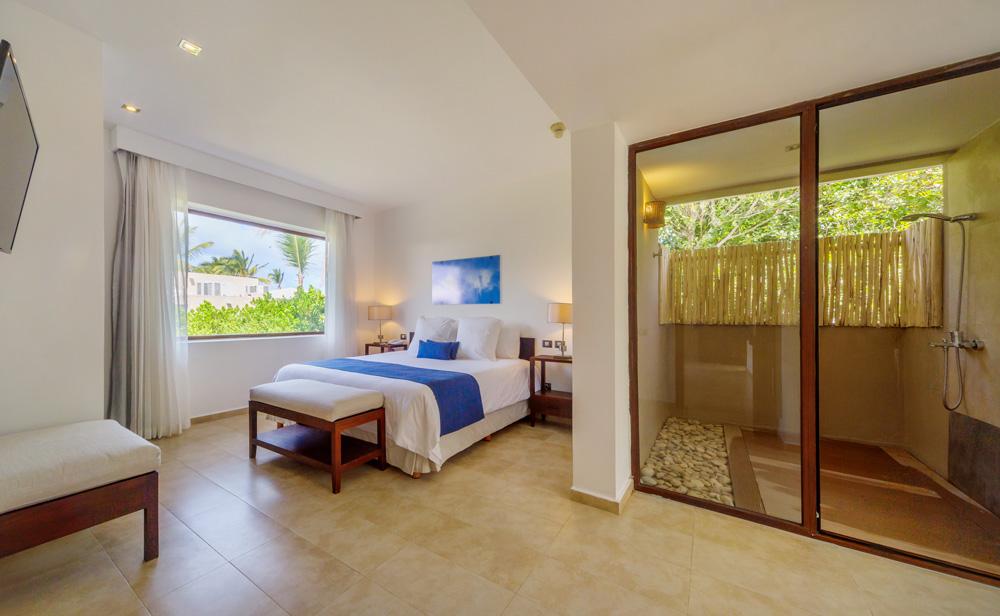 Deluxe-suite-with-terrace.jpg