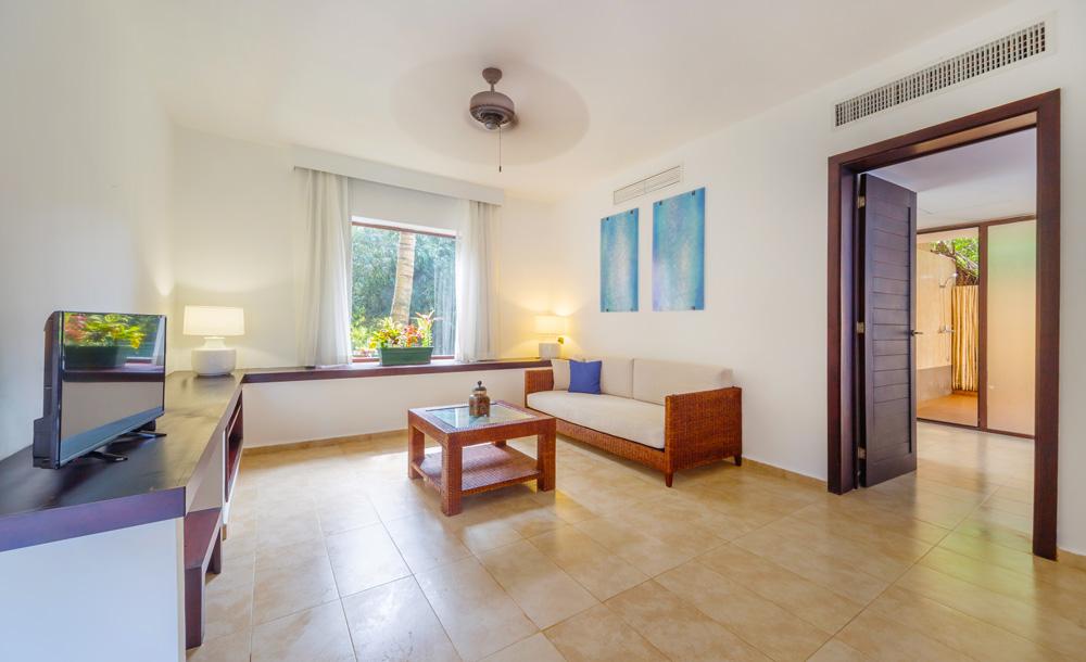 Master-Suite-salon.jpg