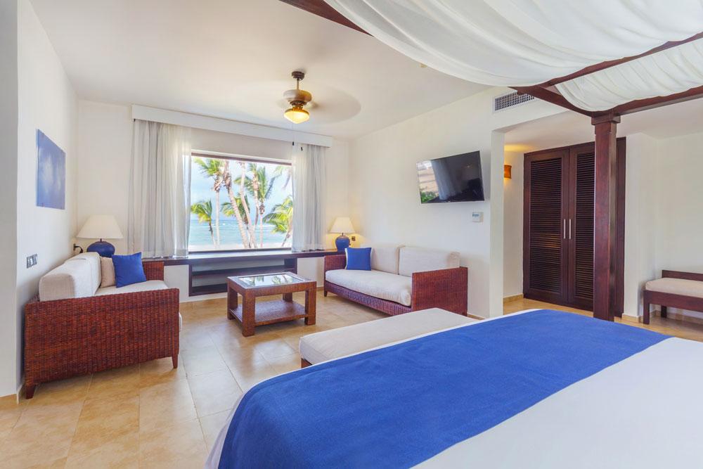 Premium-Jr-Suite-Ocean-Front-dormitorio.jpg