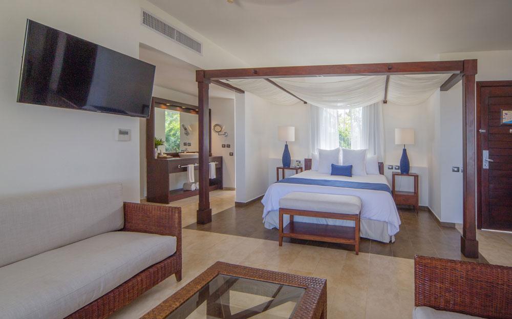 Premium-Jr-Suite-Ocean-front-salon-dormitorio.jpg