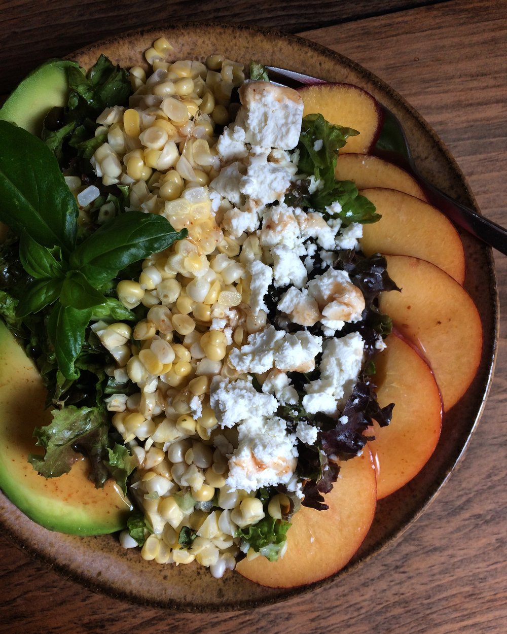 corn, peach, avocado and goat cheese salad with fig dressing || planting my roots
