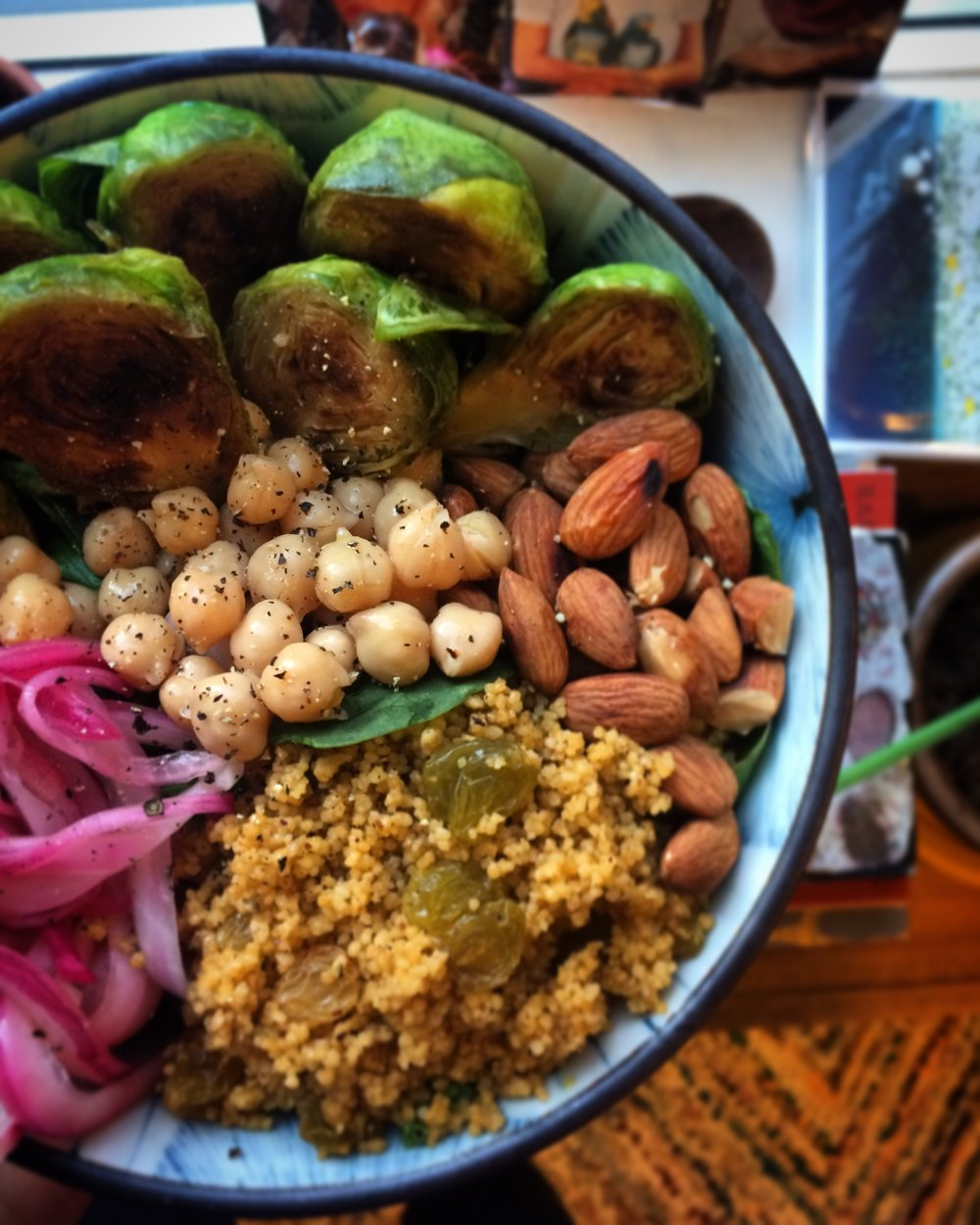 protein packed salad with kale, pickled onions and quinoa || planting my roots