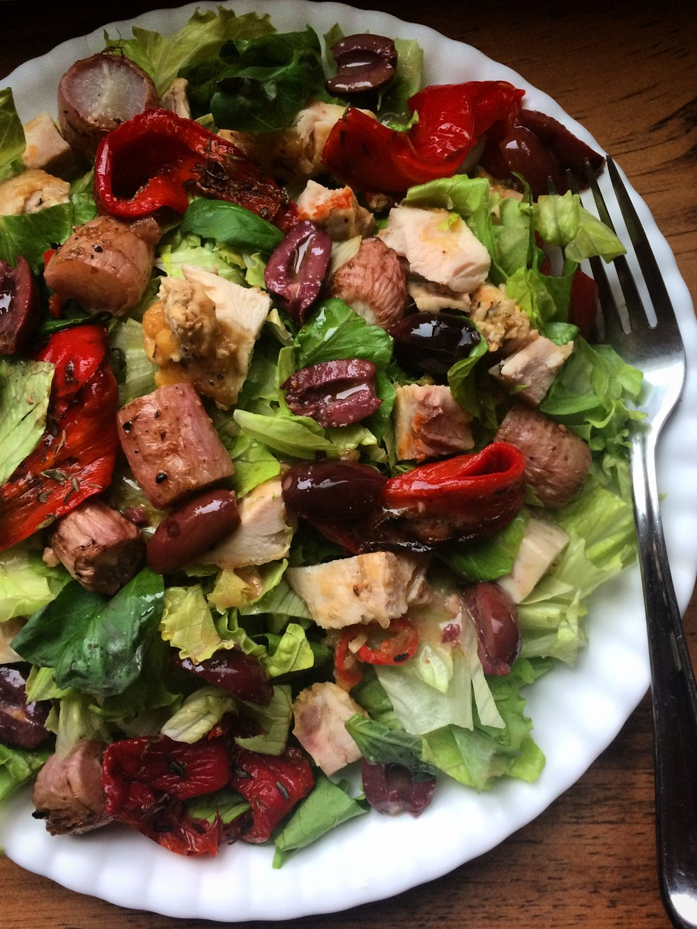 salad with roasted red peppers, chicken || planting my roots