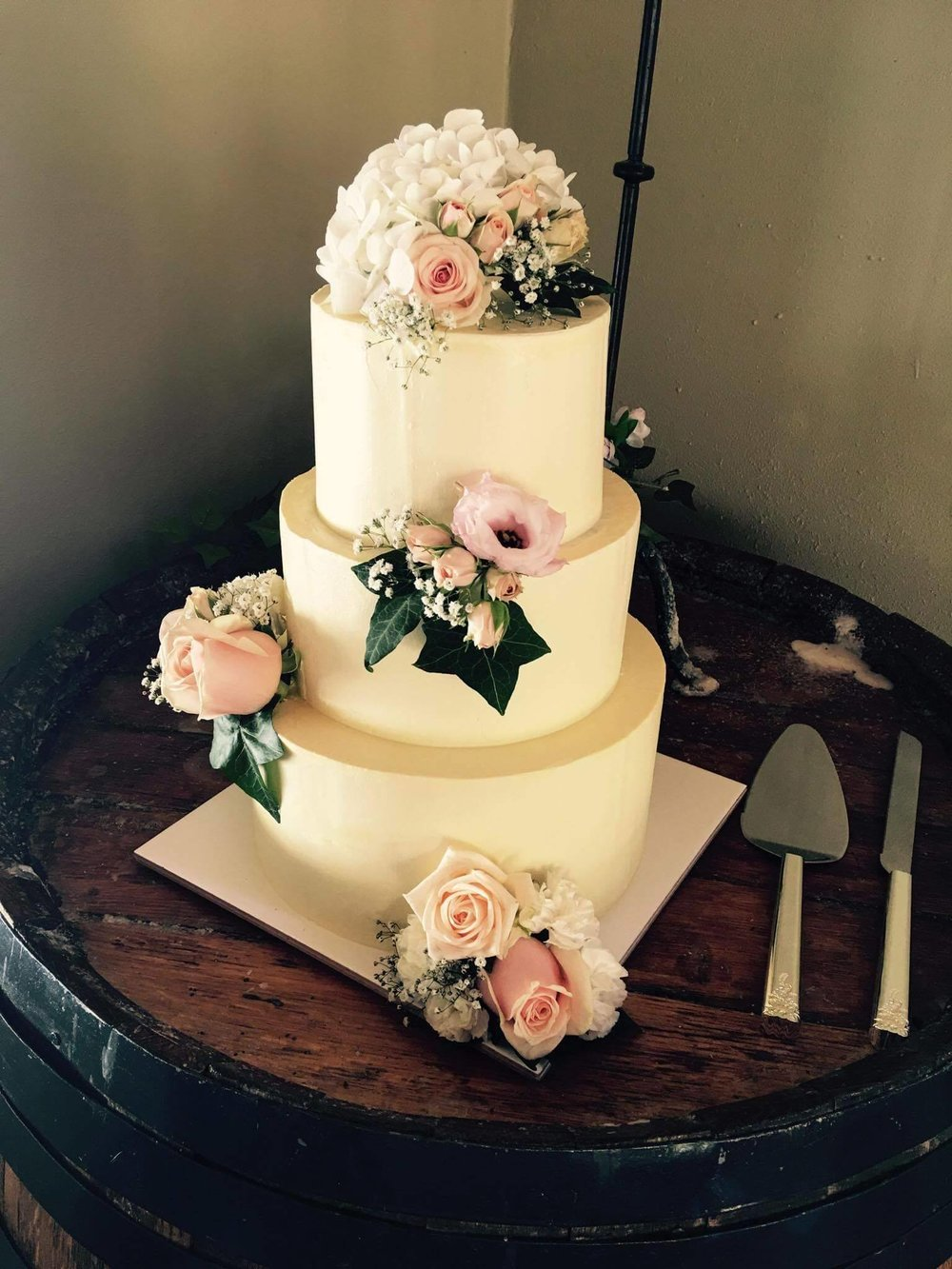 Rebecca Jane Sugar Art - Floral buttercream wedding cake