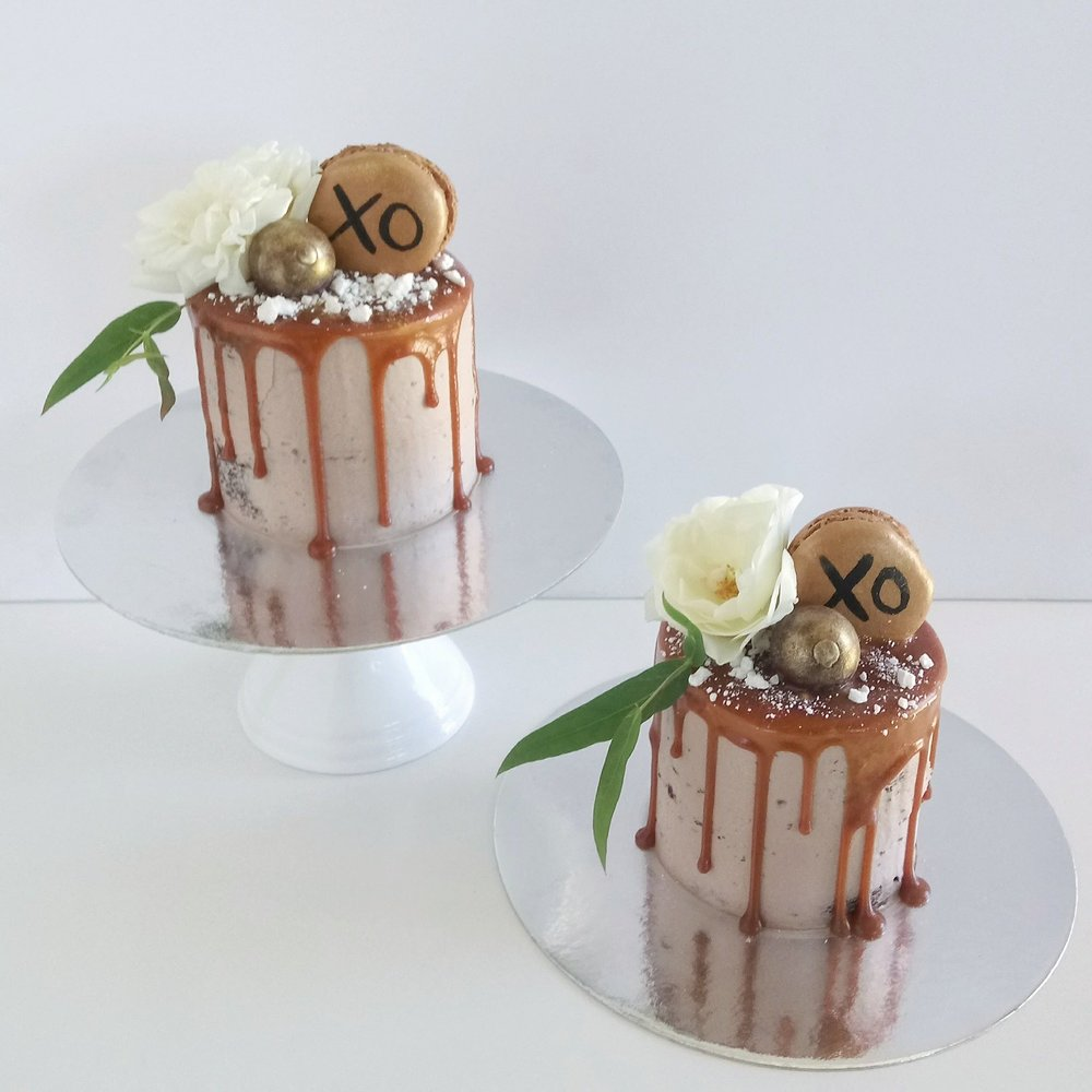 Rebecca Jane Sugar Art - Chocolate salted caramel drip mini cakes