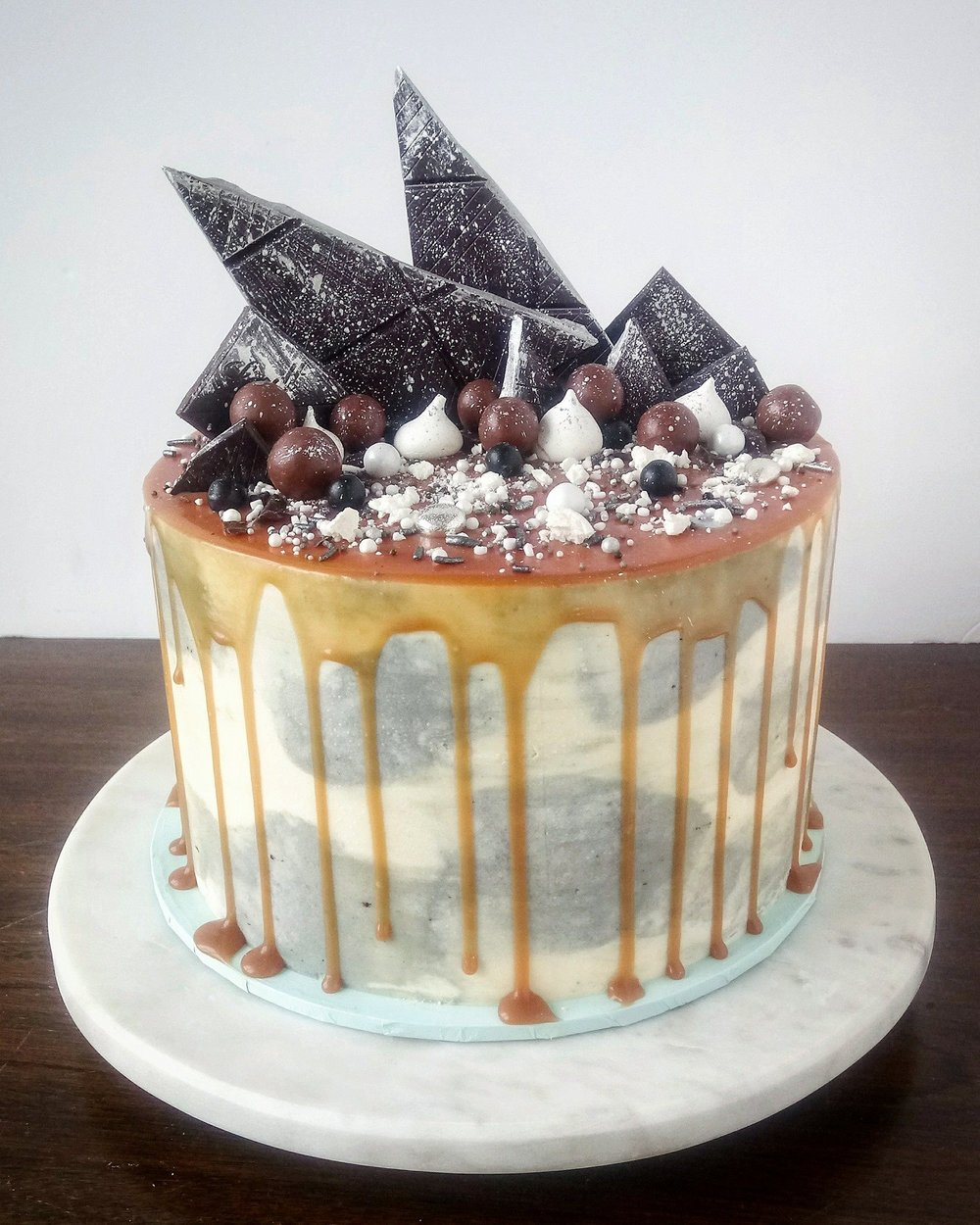 Rebecca Jane Sugar Art - chocolate baileys caramel drip cake