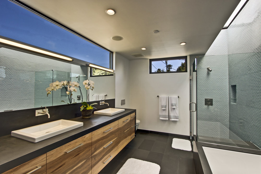 Master Bathroom-7.jpg