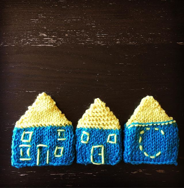 San Franciscans! Vote YES on Prop C! Knit along with me and hang these houses around the city to encourage people to make the humane vote in November. Thanks to @glidesf and @yesonpropc for all you do and are doing to permanently end homelessness. See the link in profile for the knitting pattern and tags to hang on these houses. #craftivism #craftivist #yarnbombing #yesonC #endchildhomelessness @craftivists Thanks always for your inspiration and #gentleprotest Thought you'd enjoy this @knitsforlife @immigrantyarnproject @imagiknitsf @craftivista (godmother of craftivism! 💗)