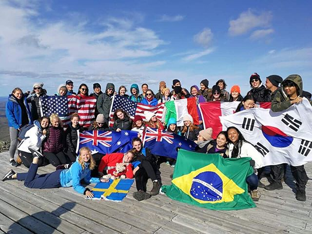 Åre Rotary Wild Camp vart wildare än någonsin med dessa underbara ungdomar och fantastiskt ungdomliga ledare! Vandring till iskalla blanktjärn, paddling på Ottsjön och toppattack till Åreskutan! Vi bodde på mysigaste Edsåsgården, där vi testade yxkastning, surströmming och ledarnas gränser 😅