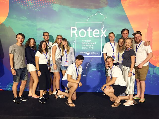 你好! (nǐ hǎo) from the 4th International Rotex Convention in Taiwan! 🍃We, Rotex 2380, are so happy to be hosting this instagram for a few days and sharing our incredible journey with you. To everyone unaware of what Rotex is: we are all former exchange students and our purpose is to mentor inbounds and outbounds as well as informing more people about participating in Rotary Youth Exchange! ✈️ On the second photo: Lisa Falk. Our Vice President.