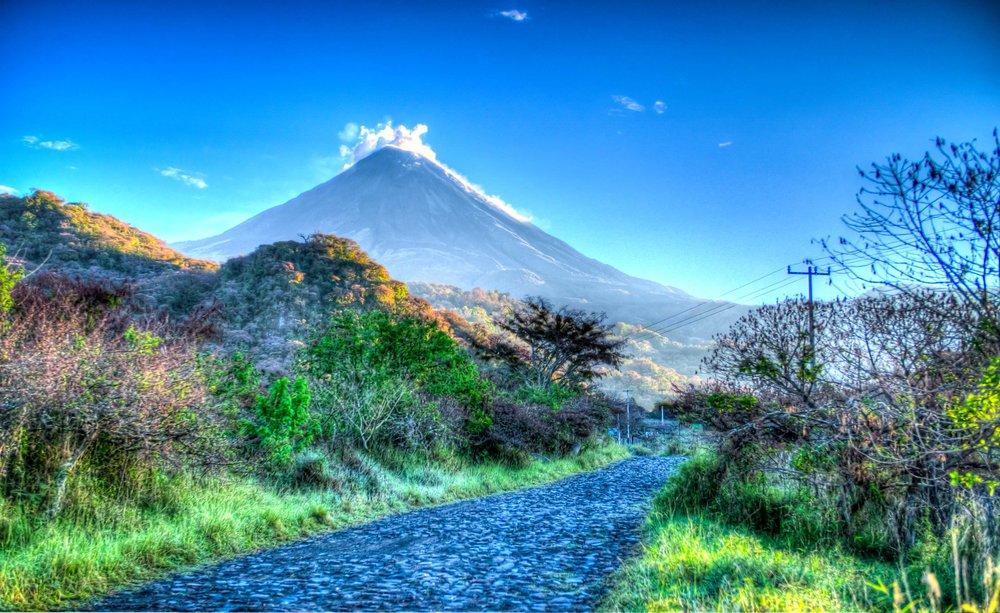 Volcano_of_Colima_La_Yerbabuena.jpg