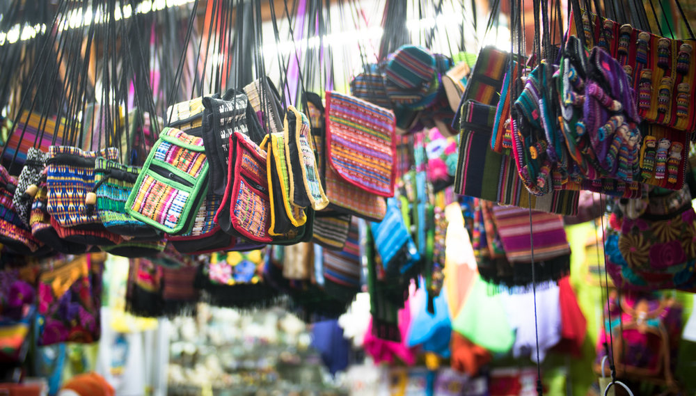 shopping-for-souvenirs-in-spanish