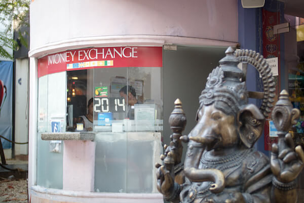 currency-exchange-kiosk