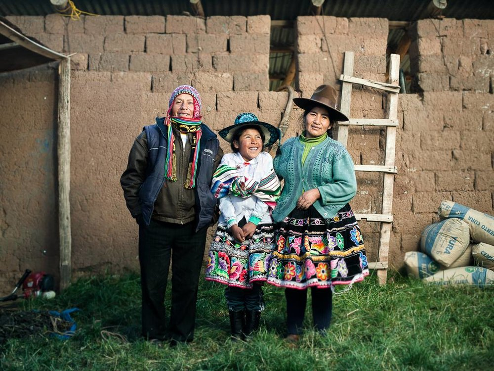 FAMILY FROM THE PERUVIAN ANDES