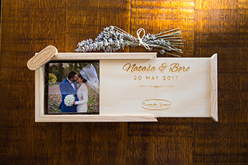 Meredith_Bedford_wooden_keepsake_photo_box_usb_wedding1.jpg