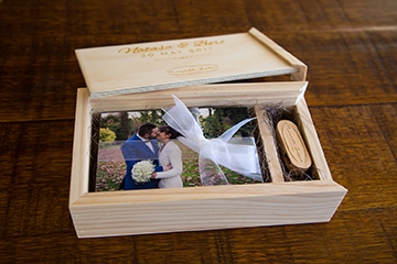 Meredith_Bedford_wooden_keepsake_photo_box_usb_wedding2.jpg
