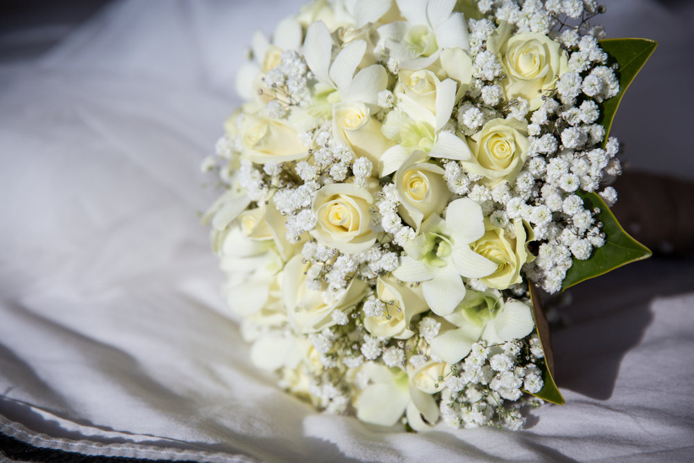 Four Daisies wedding photographer in Melbourne, Yarra Valley, Dandenong Ranges and Mornington Peninsula. Real flowers wedding bouquet with white roses.