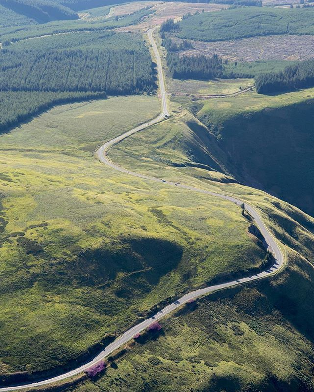 Everyone knows how keen I am for a windy road, so seeing one of my all time favourites from above was such a treat  #roadporn #road #twisties @ironandair #tigermoth #landscape #motorcycle #biplane #aerial #photography #kneedown #hills #mountains #scotland #uk #moffat @visitscotland