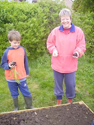 lesley_uzzell_and_her_son_mikey_planting_sweetcorn_in_highworth.jpg