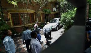 CBI Raid at NDTV promoters' residence (via: Internet)