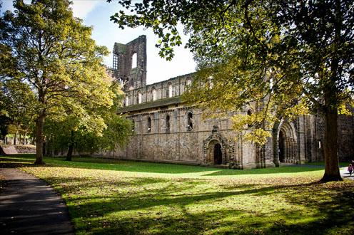 Kirkstall Abbey1.jpg