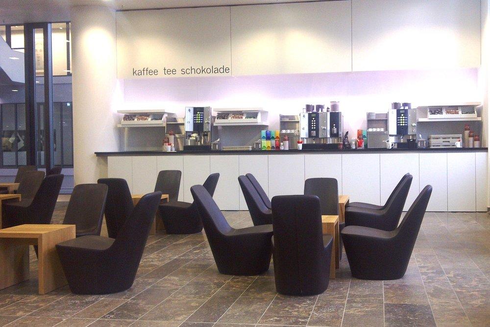 Deutsche Börse - Cafeteria Küchenzeile.jpg