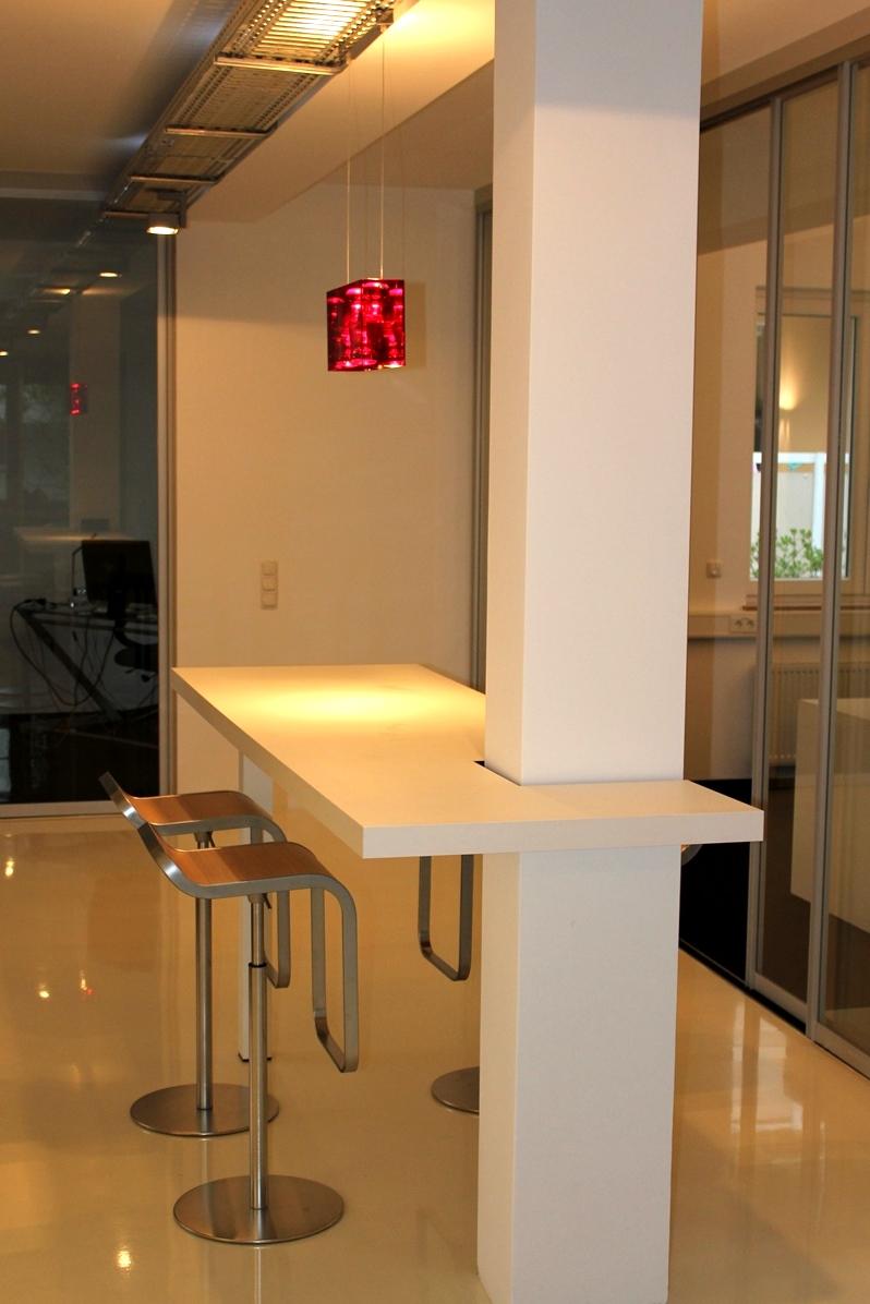 Bürotresen mit Säulenintegration.JPG