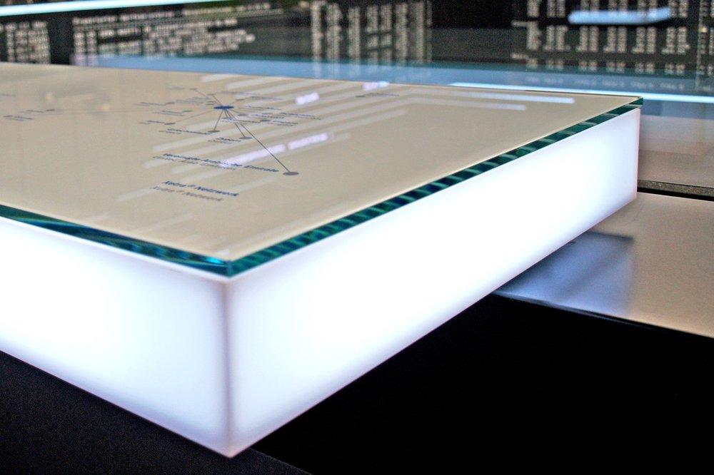 Acrylverkleidung beleuchtet auf Gehrung (1).JPG