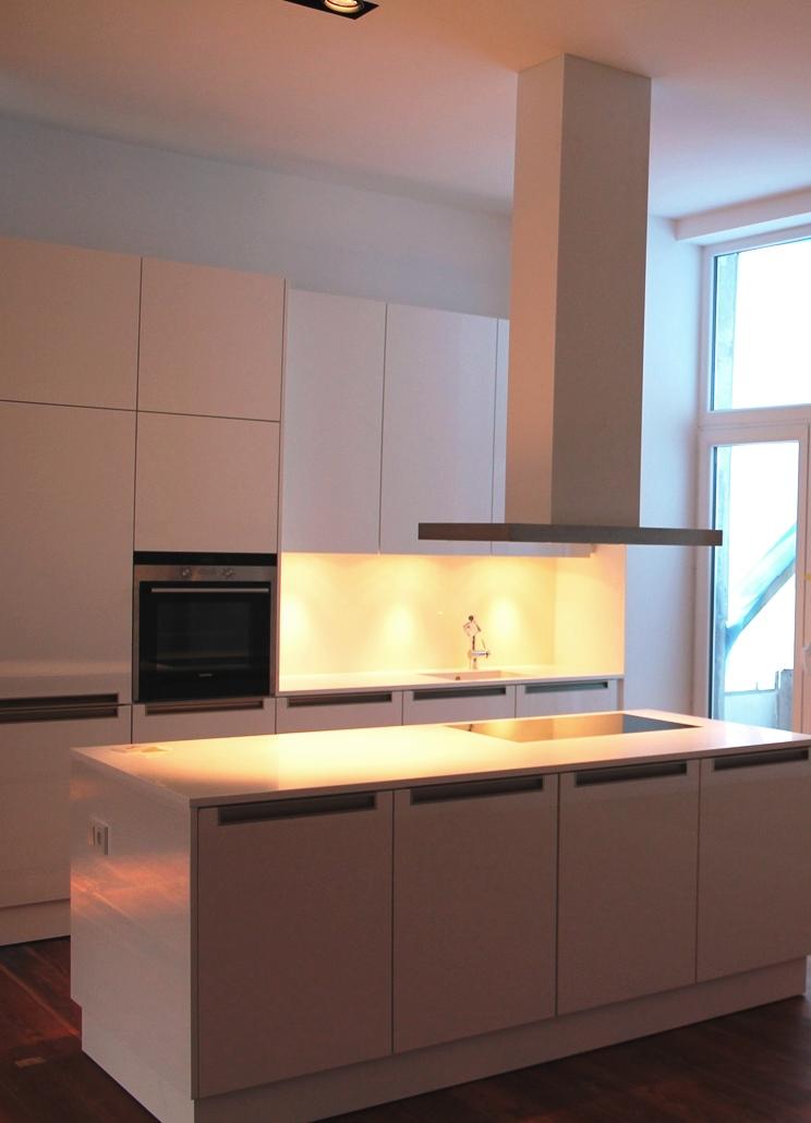 Küchenzeile mit Kochinsel.jpg