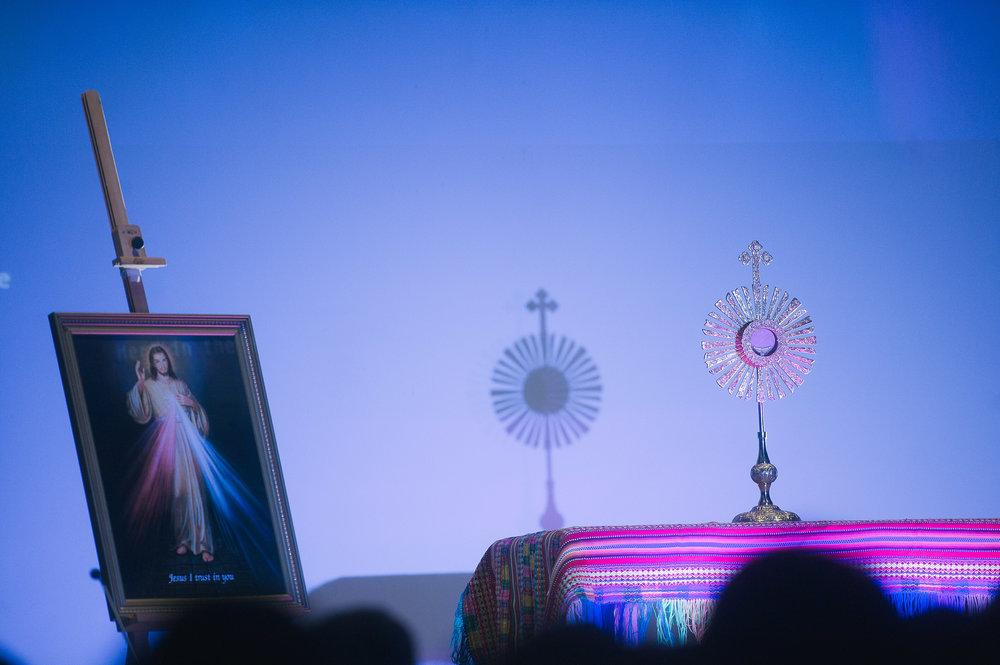 Monstrance-Eucharist-001.jpg