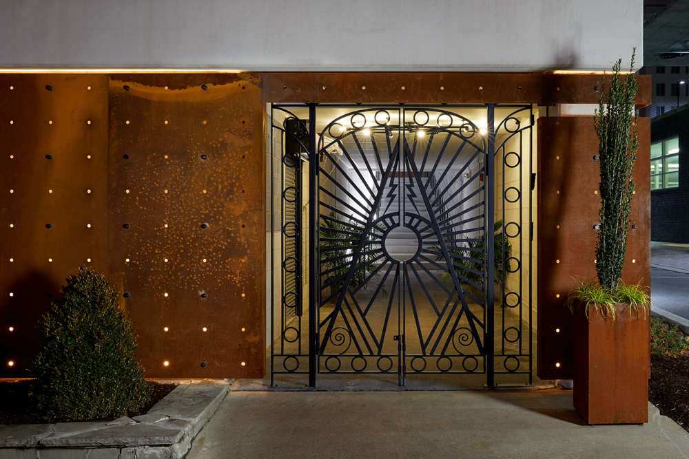 Analog_Exterior Entry 1_HuttonHotel_credit Tim Williams.jpg