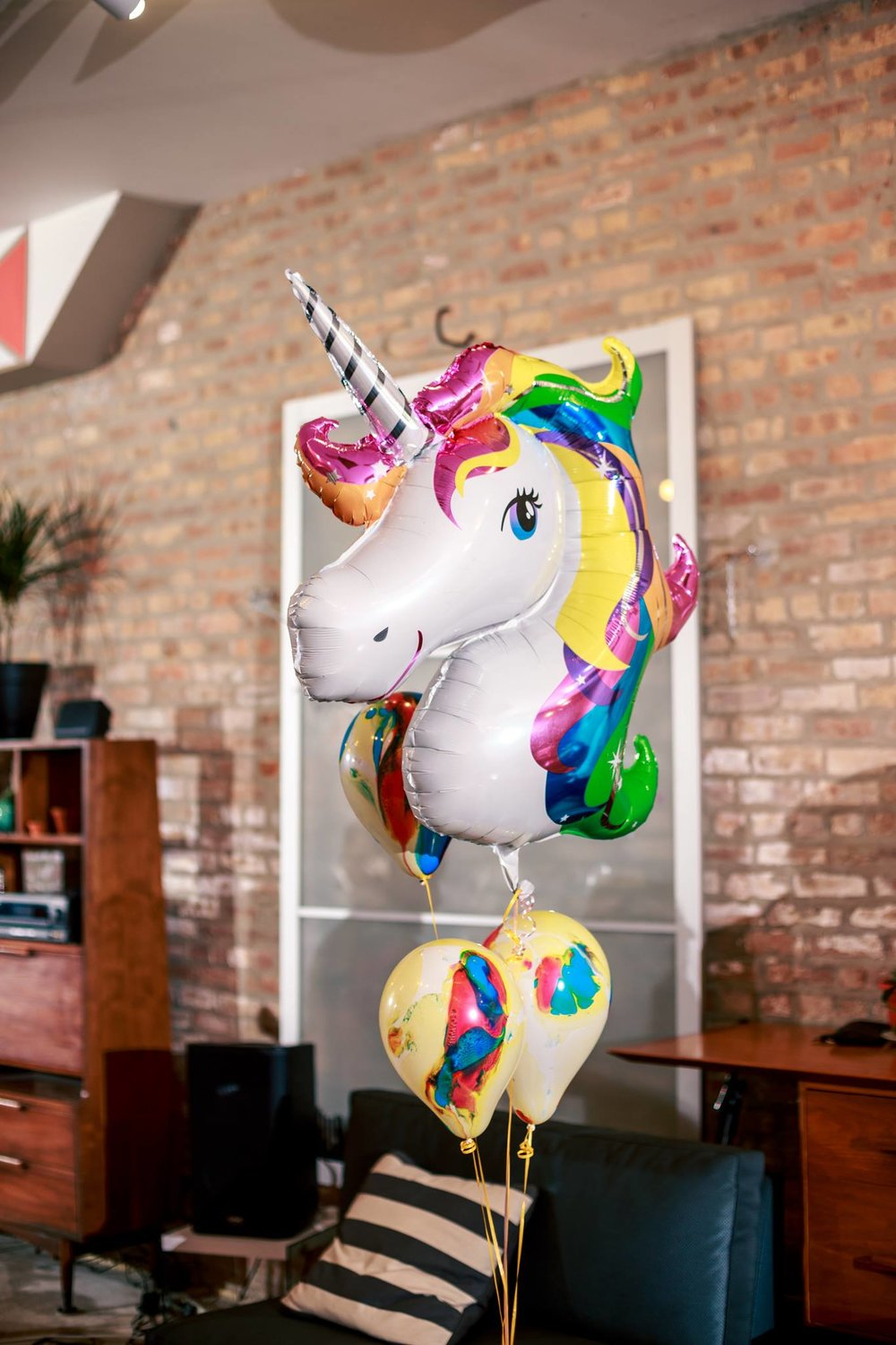 unicorn_balloon_30th_birthday_party_city_event_planner_the_living_room_chicago_venue_tlr