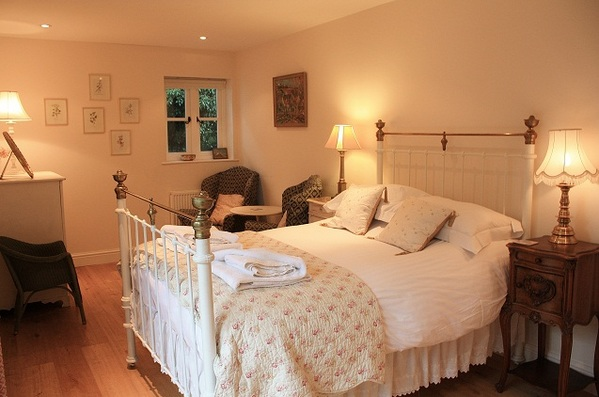 blakeney_cottage_downstairs_bedroom_luxury.jpg