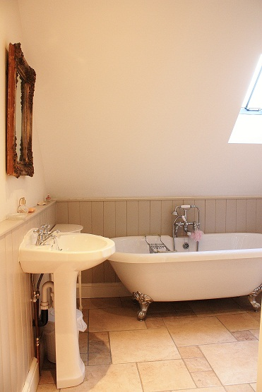 Ensuite bathroom | Gardeners Cottage Blakeney