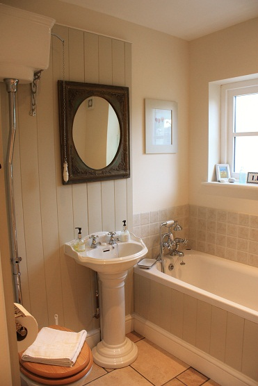 Cottage bathroom Blakeney