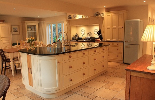 Large sociable kitchen for entertaining & relaxing