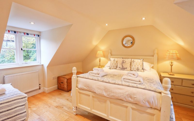 holiday-cottage-family-bedroom.jpg