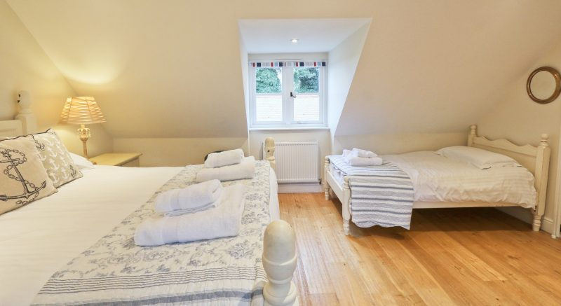 holiday-cottages-family-room.jpg