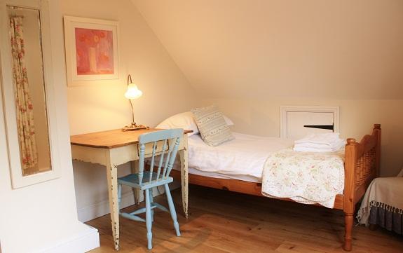 cottage-bedroom-blakeney.jpg