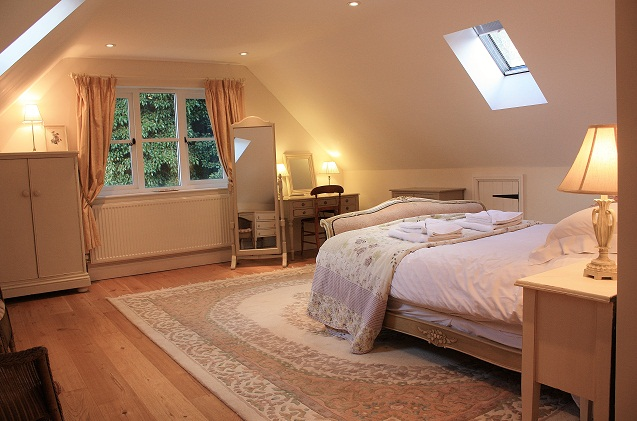 holiday-cottages-large-bedroom.jpg