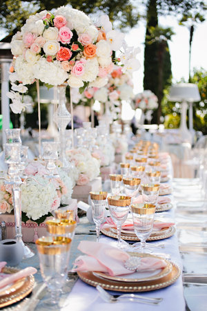Stunning & Timeless | Table 4 Weddings