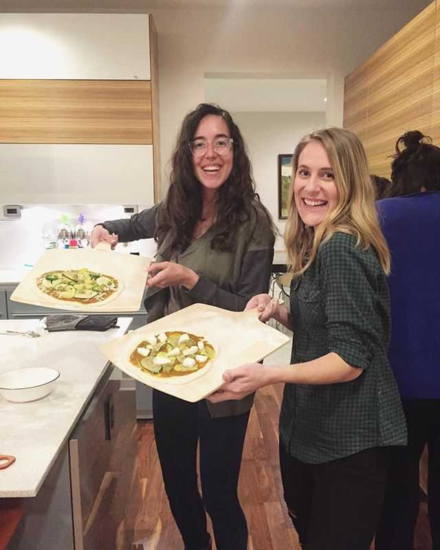 Last night's Social Cooking Club with @jiyolivewell was SO.MUCH.FUN. - We made: The most 💣 cauliflower crust pizza (I tried making it a few times before and it was always mushy and soggy...but friends, I am a PRO now! Come over and I'll make it for you😜) with an olive pesto. Pizza sauce. Pizza dough. Pita pizza with hummus! - YUM😋 - If anyone wants to join me for another one, I'd love that😊❤️