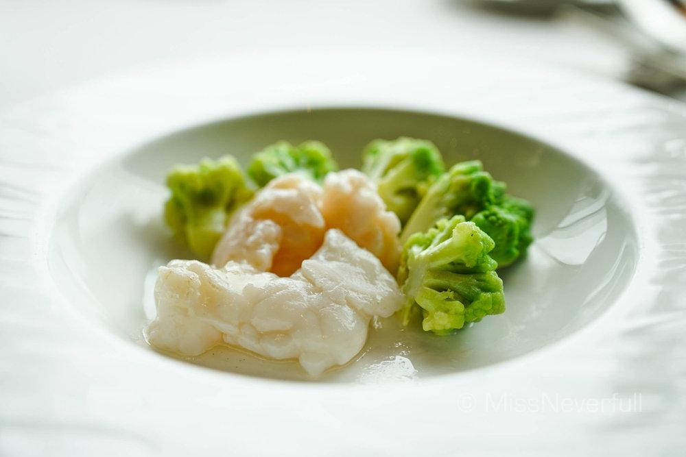 有機青菜花龍蝦球 Sautéed lobster with organic Romanesco